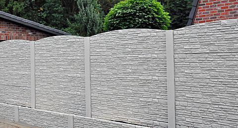 Betonnen afsluiting plaatsen mogelijkheden voordelen for Moderne afsluiting tuin