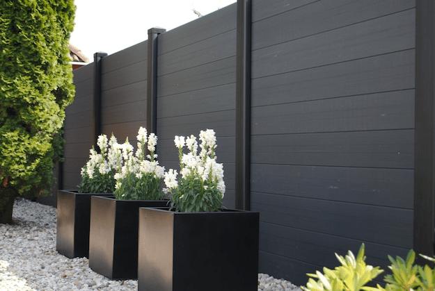 Kunststof omheining plaatsen prijs advies for Moderne afsluiting tuin